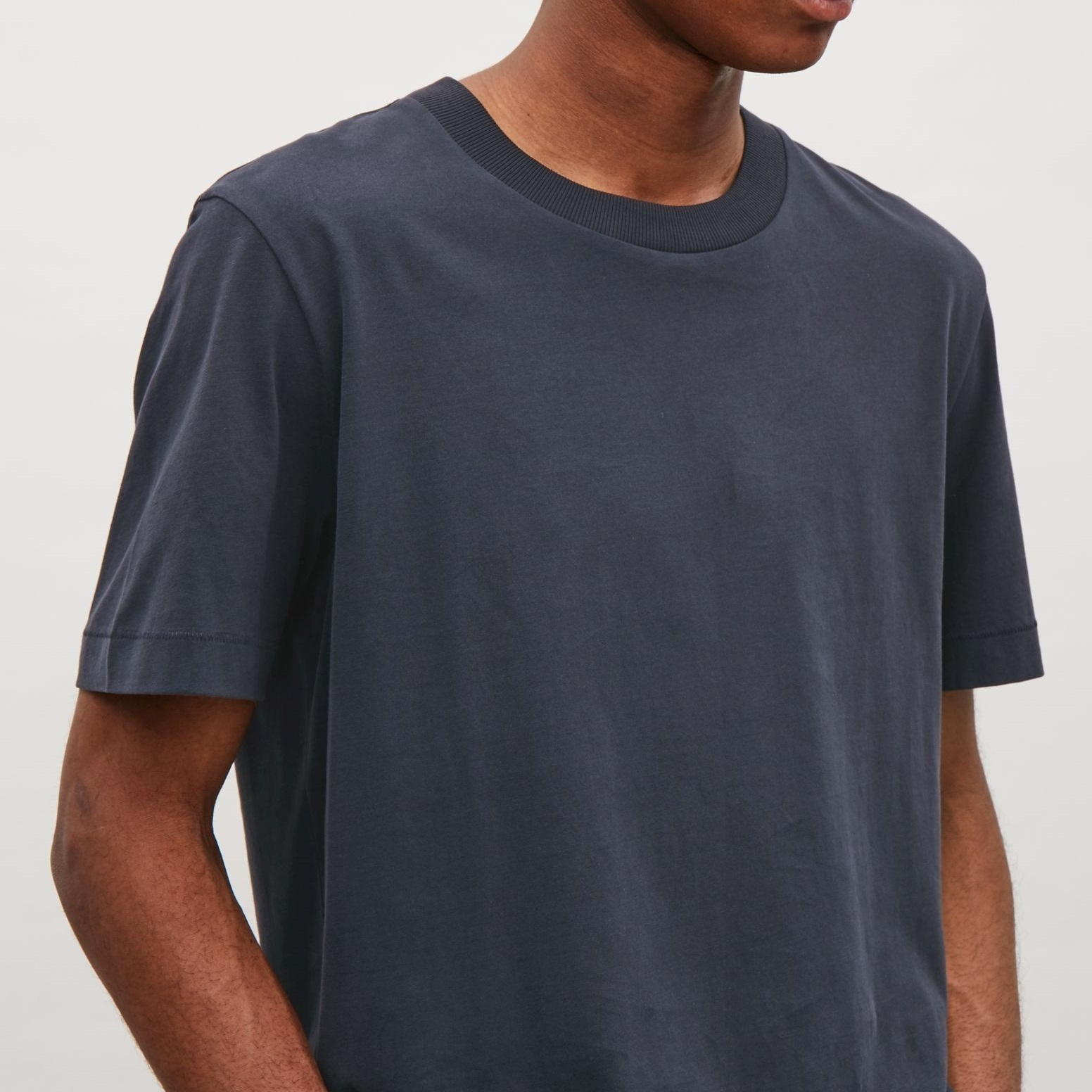 """COS MEN""T-SHIRT WITH RIB NECK INDIGO"