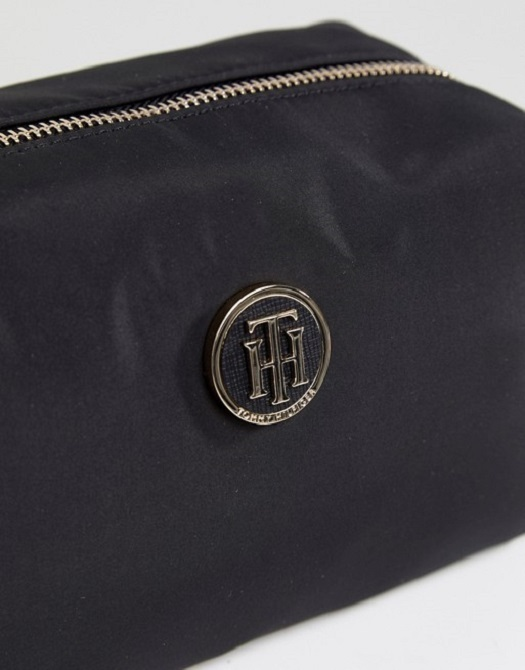【Tommy Hilfiger】 Nylon Wash Bag Metal Logo メイクポーチ