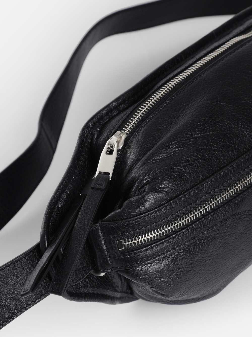 BLACK CLASSIC NEO FANNY PACK  ボディバッグ