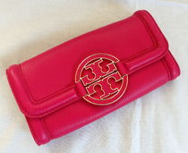 【1-2日到着】Tory Burch●AMANDA ENVELOPE長財布●carnationred