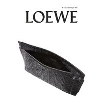 LOEWE(ロエベ) Logo-embossed large leather pouch