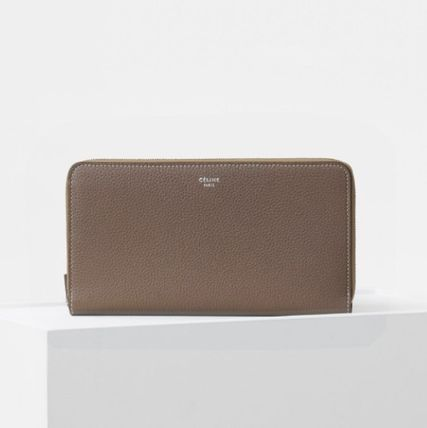 LARGE ZIPPED MULTIFUNCTION IN DRUMMED CALFSKIN - SOURIS