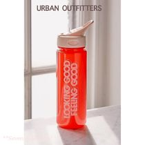 Urban Outfitters 文字入りストロー付きウォーターボトル