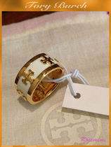 ロゴが素敵なリングTory Burch☆ENAMELED RAISED-LOGO RING