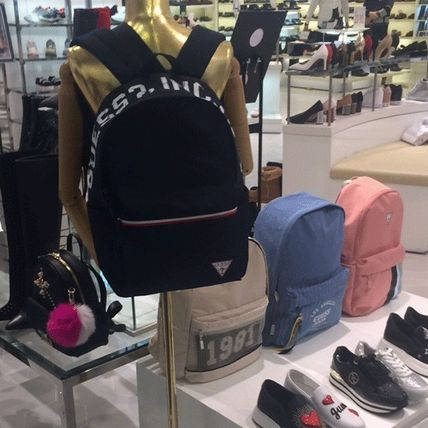 Guess☆ 男女兼用 レトロ ビック プリント  バックパック