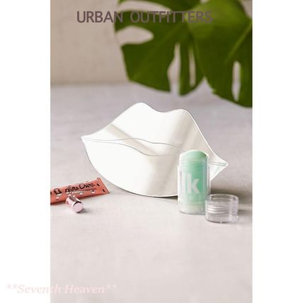 Urban Outfitters 鏡 【送料込】Urban Outfitters リップ型卓上ミラー