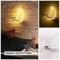 新作 Urban Outfitters☆Crescent Moon Neon Sign☆税送込
