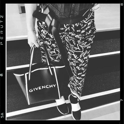 0463ec18c0c1 GIVENCHY トートバッグ 関税込 GIVENCHY Stargate logo-print leather tote bag ...