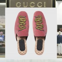 18SS GUCCI ☆ スネークアップリケ ベルベットスリッパ ピンク