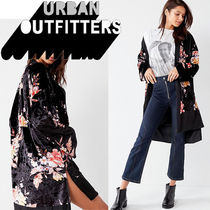 ● Urban Outfitters ●人気! 花柄 ベルベット キモノガウン 黒