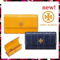 セール新作 Tory Burch Kira Snake Envelope Continental Wallet