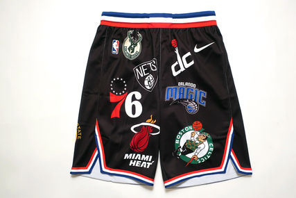 入手困難!Supreme Nike NBA Teams Authentic Short黒ショーツ