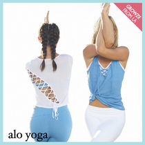 【ALO Yoga】バックレースアップ Tシャツ ENTWINE WHITE