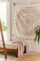 【Urban Outfitters】Folklorica Medallion Tapestry