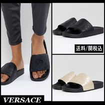 【Versace】Jeans Quilted Logo Slider シャワーサンダル 2色 ♪