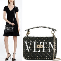 18SS V1055 ROCKSTUD SPIKE .IT MEDIUM CHAIN BAG