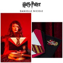 DANIELLE NICOLE(ダニエル・ニコル) クラッチバッグ 【DANIELLE NICOLE X Harry Potter】Gryffindor Uniform Clutch