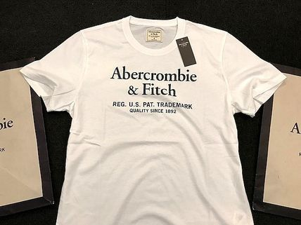 Abercrombie & Fitch Tシャツ・カットソー 即発可!Abercrombieアバクロ ロゴグラフィックTシャツ/White