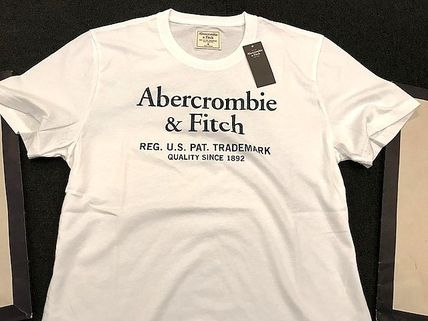 Abercrombie & Fitch Tシャツ・カットソー 即発可!Abercrombieアバクロ ロゴグラフィックTシャツ/White(4)