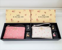 【COACH】 かわいい花柄 ♪ ポーチ&チャーム ギフトセット !