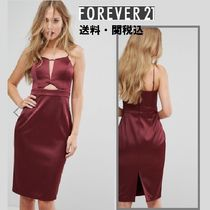 Forever Unique(フォーエバーユニーク) ワンピース Forever New Structuredミデイドレスin Satin with カットアウト