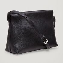 COS☆TEXTURED LEATHER SHOULDER BAG / black