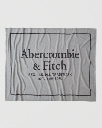 Abercrombie & Fitch ブランケット Abercrombie & Fitch Varsity Logo Blanket