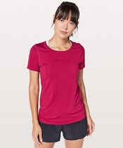 ゆったりフィット*Swiftly Tech Short Sleeve(Breeze)/Ruby Red