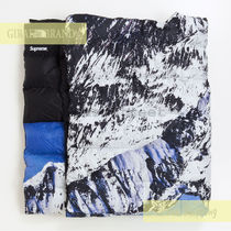 SUPREME / THE NORTH FACE Mountain Nuptse Blanket