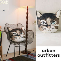 ☆Urban Outfitters モダン猫フェイス*クッション☆送関込