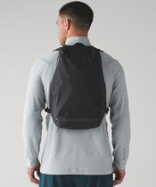 Lululemon セール《Surge Run Backpack  Reflective 15L》Black