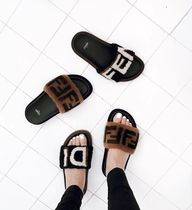絶対買い★2018FENDI★Leather & Sheepskin slides Fendi Logo