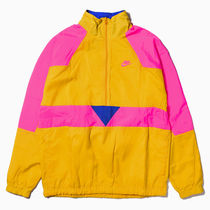 NIKE NSW WOVEN VW JKT UNIVERSITY GOLD / HYPER PINK