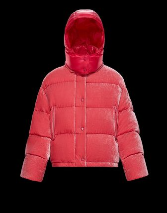 MONCLER2018/19秋冬新作ベルベットフード付きダウンCAILLE
