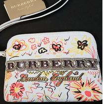 Burberry London(バーバリーロンドン) ポーチ 入手困難!Buberry  Doodle Spring coated canvas zipped pouch