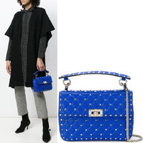 18-19AW V1148 ROCKSTUD SPIKE MEDIUM CHAIN BAG