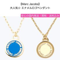 MARC JACOBS(マークジェイコブス) ネックレス・チョーカー 大人気!【Marc Jacobs】エナメルロゴ・ペンダント