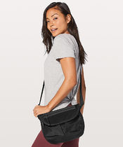 LULULEMON◆Festival Bag II 5L◆Black