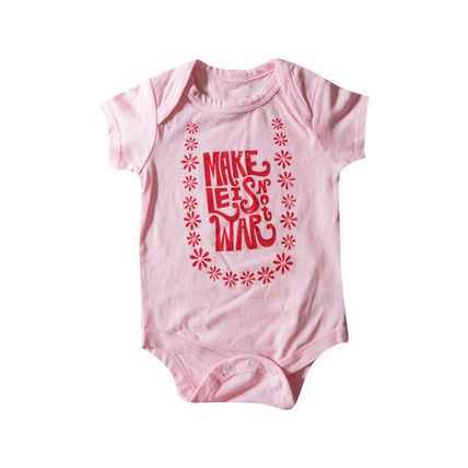 Lucky We Live Hawaii ベビーロンパース・カバーオール 日本初☆Lucky We Live Hawaii☆ Make Leis Not War Onesie  2色(3)