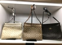 【COACH】人気☆シグネチャー柄 ZIP FILE CROSSBODY F29210☆