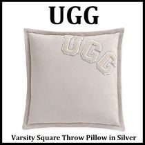 UGG(アグ)◆クッション・Varsity Square Throw Pillow UGGロゴ