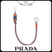 PRADAプラダ 2TL299 KEYCHAIN IN WOOD, RESIN AND LEATHER
