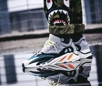 YEEZY(イージー) スニーカー YEEZY BOOST Wave Runner 700