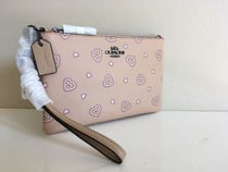 COACH Small Heart Wristlet セール!!