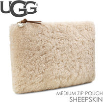 UGG クラッチバッグ ポーチ MEDIUM ZIP POUCH SHEEPSKIN