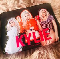 NEW!Kylie cosmetics☆Birthday makeup bag メイクバッグ
