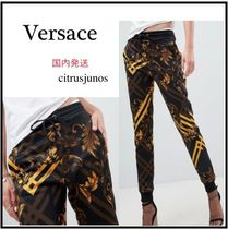 【Versace】Jeans バロック プリント ロゴ入り ジョガーパンツ