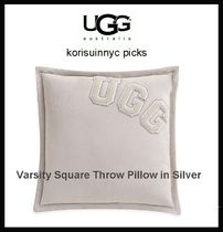 秋支度に最適*UGG  Varsity Square Throw pillow in Silver