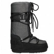 MONCLER MOON BOOTS ロゴ付き