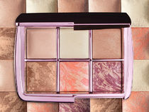 ホリデー限定 HOURGLASS Ambient Lighting Edit - Volume 4